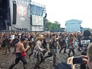Mud pit tournoyant pendant Testament